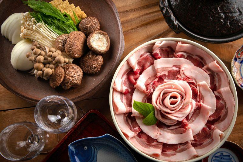 """大分郷土""""ジビエ""""猪肉を塩すき焼きで食す"""